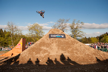 Video: Red Bull Berg Line Best Trick - iXS Dirtmasters